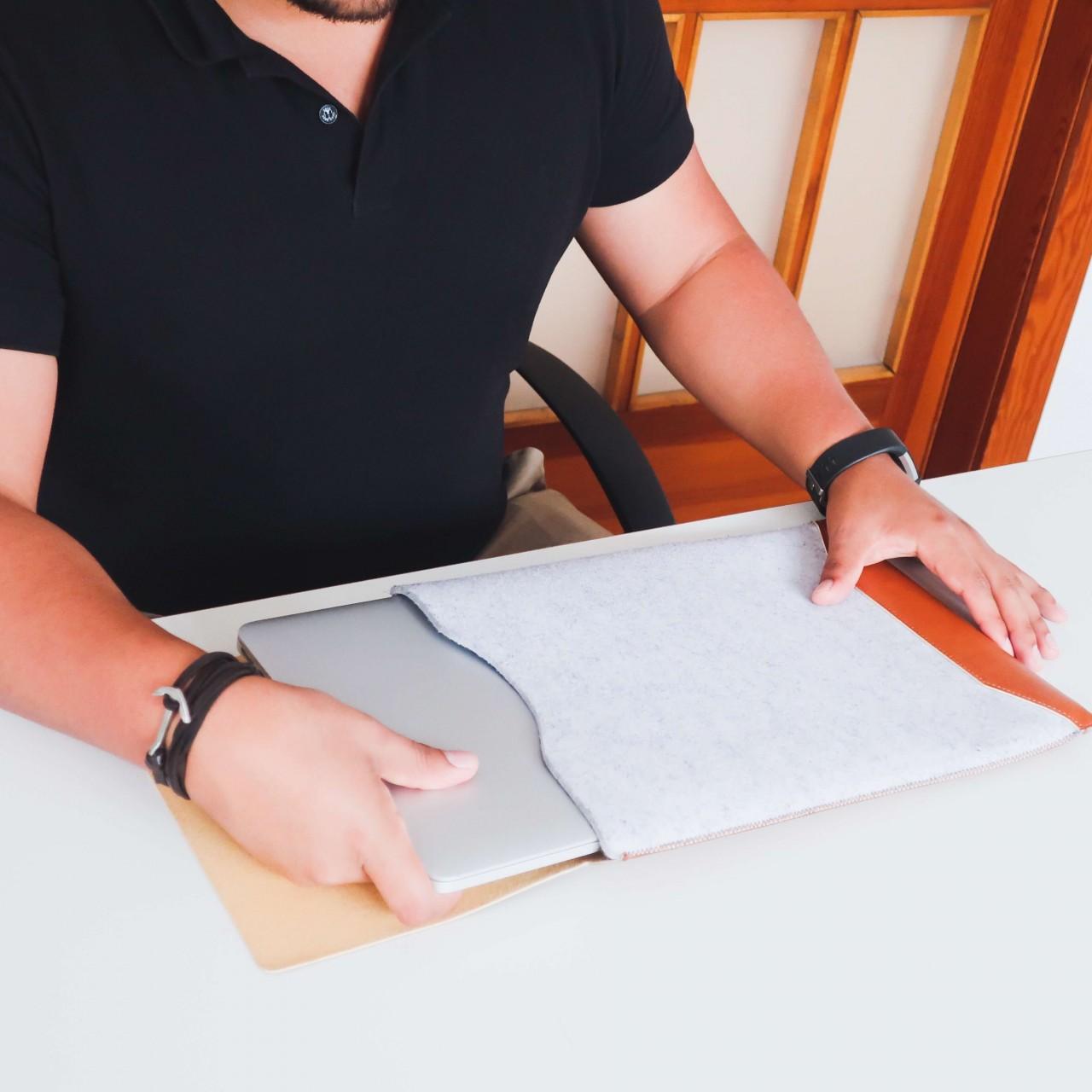 Filzhülle mit Mauspad für Laptops